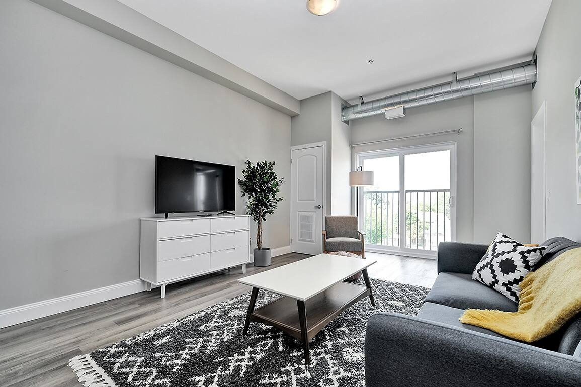 New condo in downtown Kingston - close to RMC and Queens photo 2