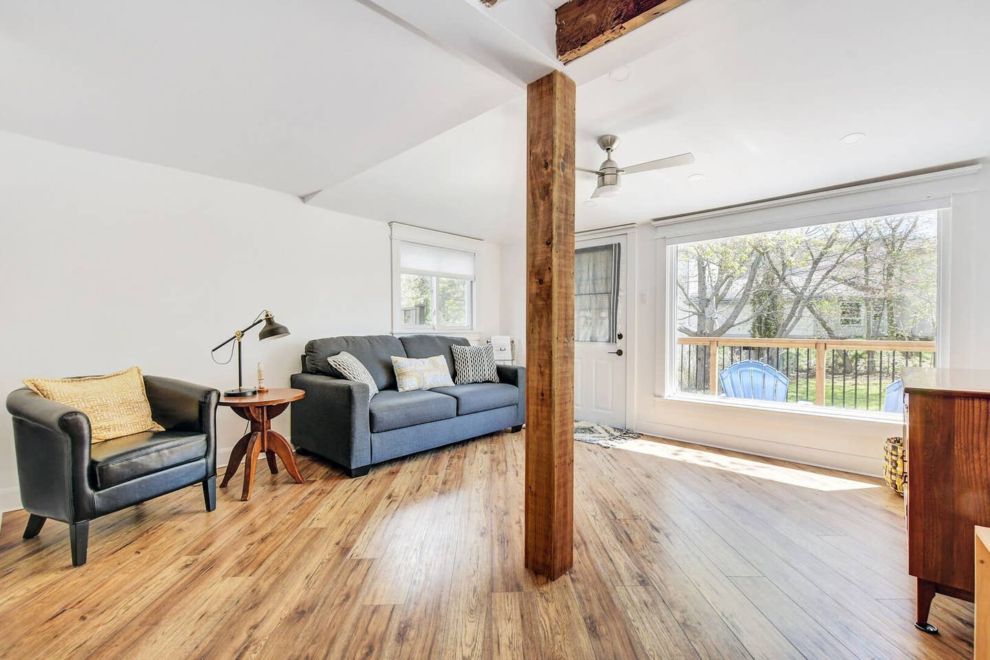 Exposed wooden beams, newly renovated space! photo 18