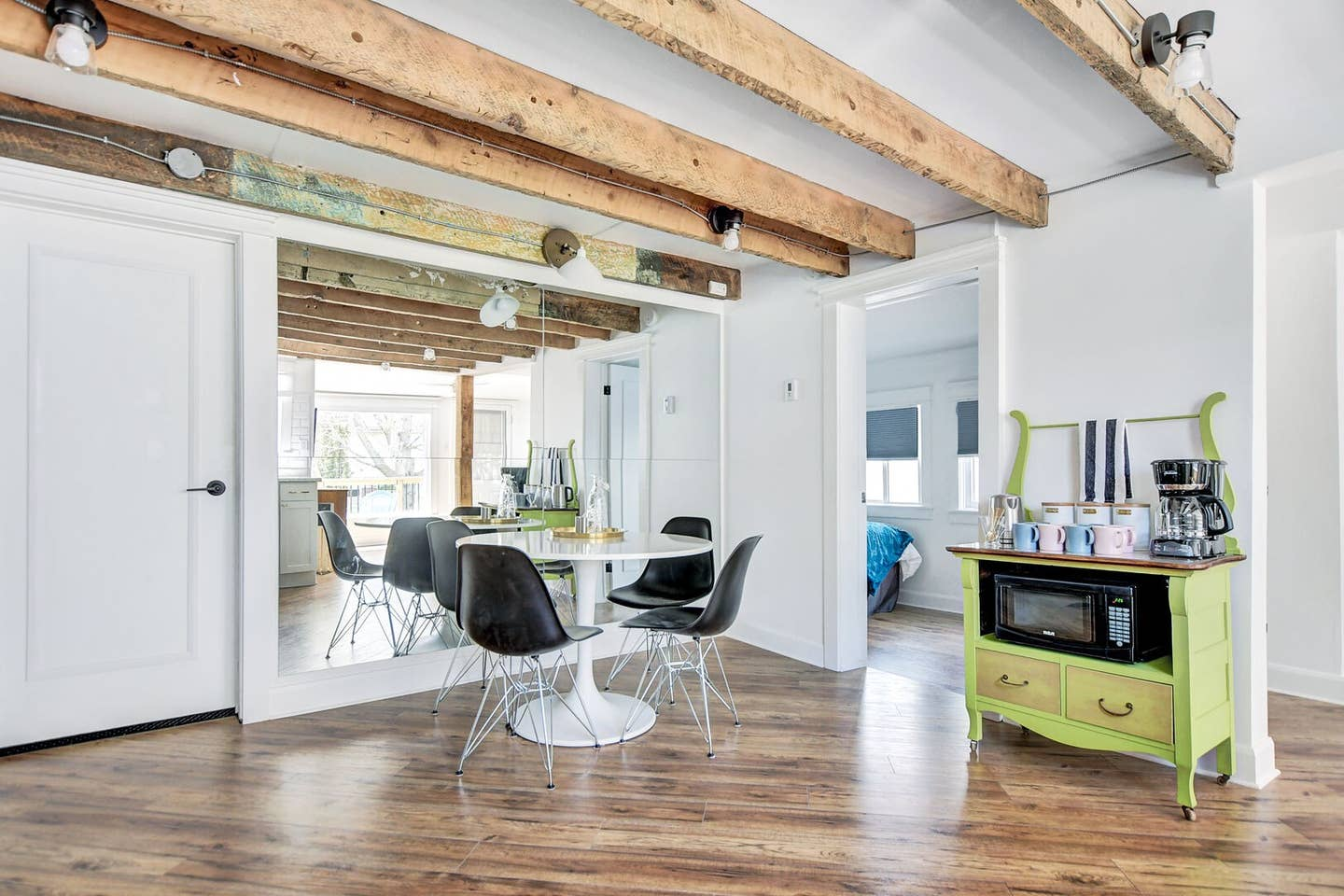 Exposed wooden beams, newly renovated space! photo 31
